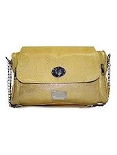 Textured Leatherette Slingbag - Moda Desire