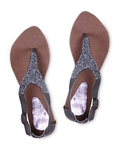 Toe Separator Buckle Closure Shimmery Sandals - Fleetz