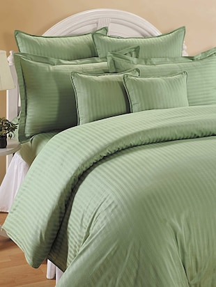 Green Colour Bed Sheet with Pillow Covers
