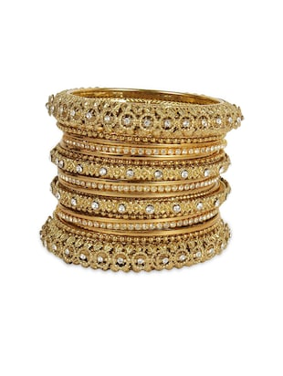 gold metal bangle