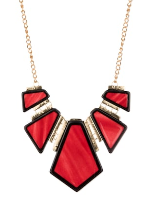 Diva Walk red alloy necklace