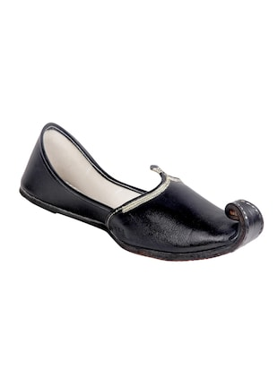 black leather slip on juti