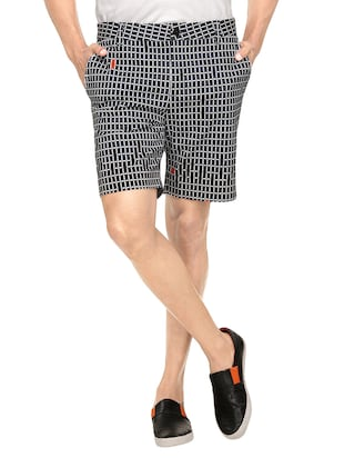 black cotton checked short