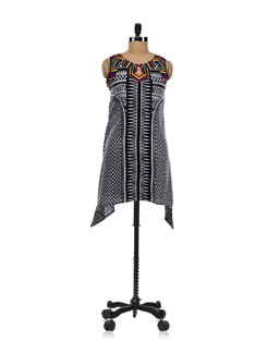 Tribal Print Kurta With Peaked Hem - Global Desi