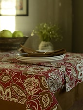 Red Printed Set Of-  6 Seater Table Cover + 6 Napkins + 1 Runner - HOUSE THIS