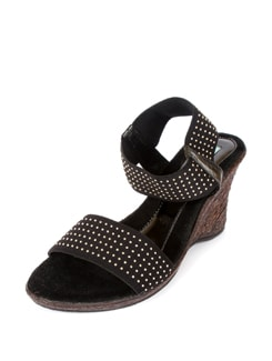 Trendy Black Wedges - CATWALK