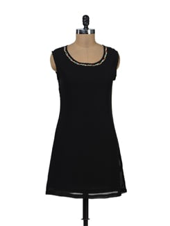 Black Dress With Beaded Neckline - Tapyti