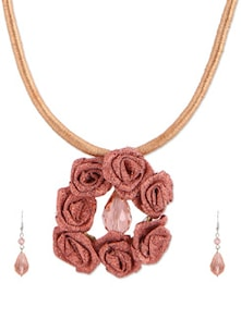 Shimmering Peach Rose Necklace Set With Bead Drop Earrings - De-Lemon