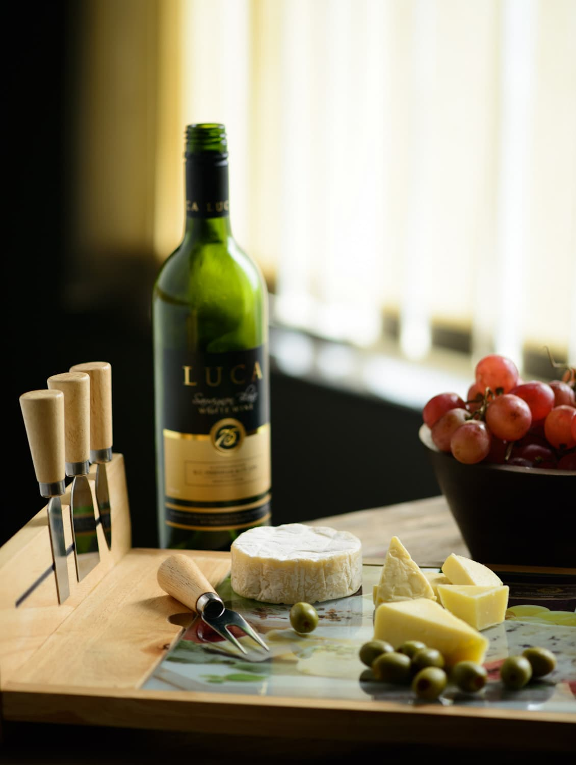 Wooden Cheese Set (4 Knives, 1 Board, 1 Printed Glass Sheet) - Master Kitchen