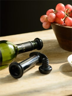 Wine Saver Pump and Stopper Set (with two re-usable sealers) - Master Kitchen