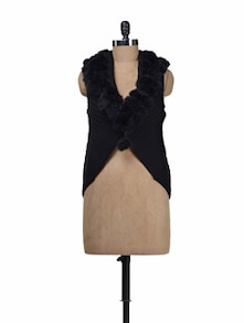 Sleeveless Black Shrug With Fur - Deal Jeans