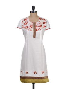 Elegant White Kurta With Floral Embroidery - Paislei