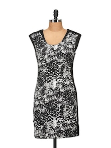 Elegant Black & White Printed Dress - Harpa