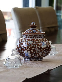 Brown And White Round Pot With Lid (big) - NEERJA