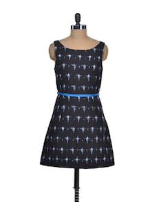 Elegant Black & Blue Shift Dress - Desiweaves