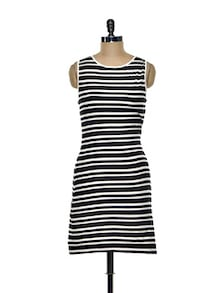 Sleeveless Sheath Dress In Monochrome Stripes - Besiva