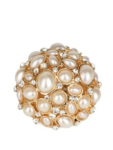 White Pearls And Golden Ring - Fayon
