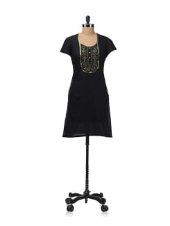 Black Kurta With Sequins And Embroidery On The Neck Panel - Aurelia