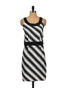 Monochrome Dress In Diagonal Stripes - Meira