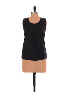 Simple Black Top With A Pleat - Xniva