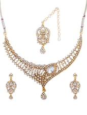 Choker-Style Gold And White Necklace And Earrings Set - Vendee Fashion