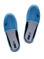Blue And Black Canvas Shoes - Yepme