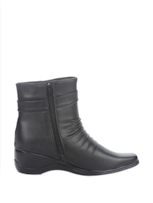 Trendy Black Leather Boots - Stylistry