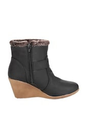 Black Boots With Wedges And Zipper - Stylistry