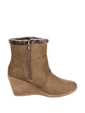 Trendy Brown Boots With Fur - Stylistry