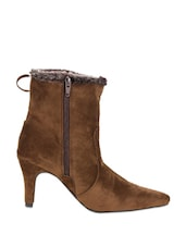 Brown Boots With Heels And Tassels - Stylistry