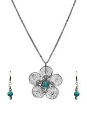 Dusted Silver Flower Pendant Necklace Set - VR Designers