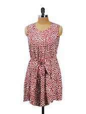 Brick Red Zig Zag Print Pleated Dress With A Fabric Waist Belt - AKYRA
