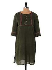 Green Three Quarter Sleeved Kurta - Cotton Curio