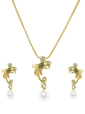 Set Of Gold Plated Pendant And Earrings With A Faux Pearl Base - Estelle