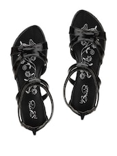 Trendy Black Glossy Finish Sandals With A Zipper Closure - La Briza