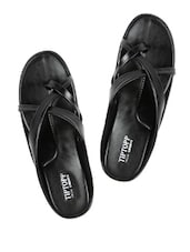 Black Criss-Crossed Block-Heel Slippers - Tiptop