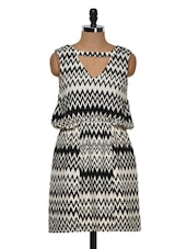 Black And White Zig Zag Patterned Dress - Muah
