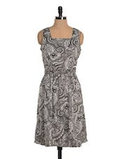 Monochrome Paisley Print Dress - Tapyti