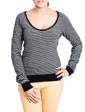 Black And White Striped Top - Aussehen