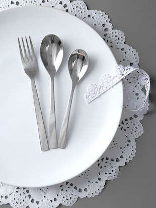 Stainless steel cutlery set of 18