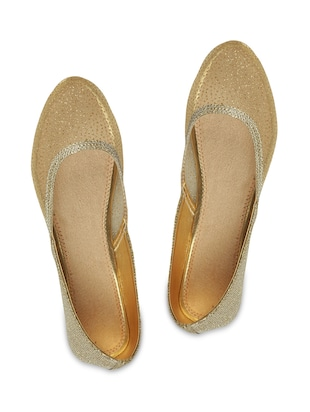 Beige and gold faux leather ballerinas