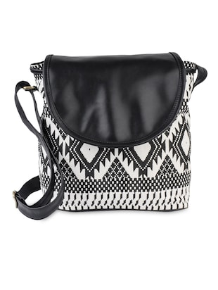 casual monocrome canvasSling Bag (Black)