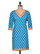 Blue Cotton Booti Print V-Neck Kurti - Vgf