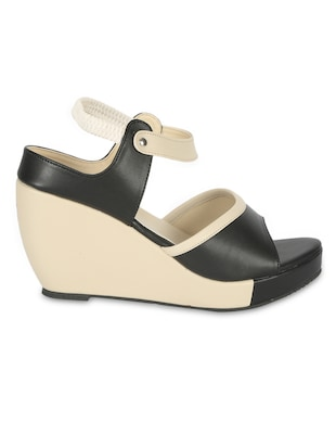 black leatherette Plain wedges