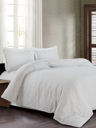 Spread white cotton bedsheet with 2 pillow covers