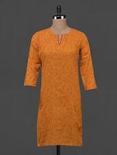 Floral Vine Printed Quarter Sleeve Cotton Kurta - Fami India