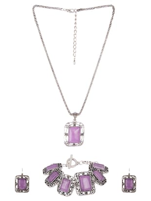 Diva Walk purple alloy short necklace
