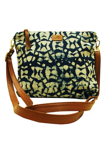 Sling Bags For Women - Upto 70% Off   Buy Messenger Sling Bags for Women at  Limeroad 3f8317d1aa