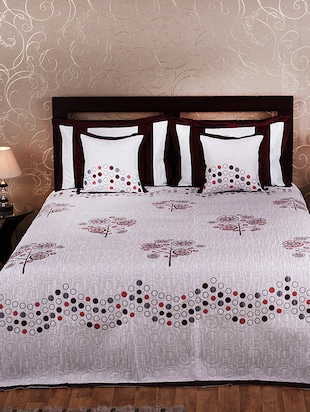 Rasberrie White Cotton Reversible Bed Cover