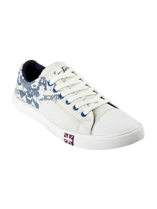 white Canvas lace up sneaker